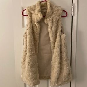 Oversized Off white faux fur vest size medium